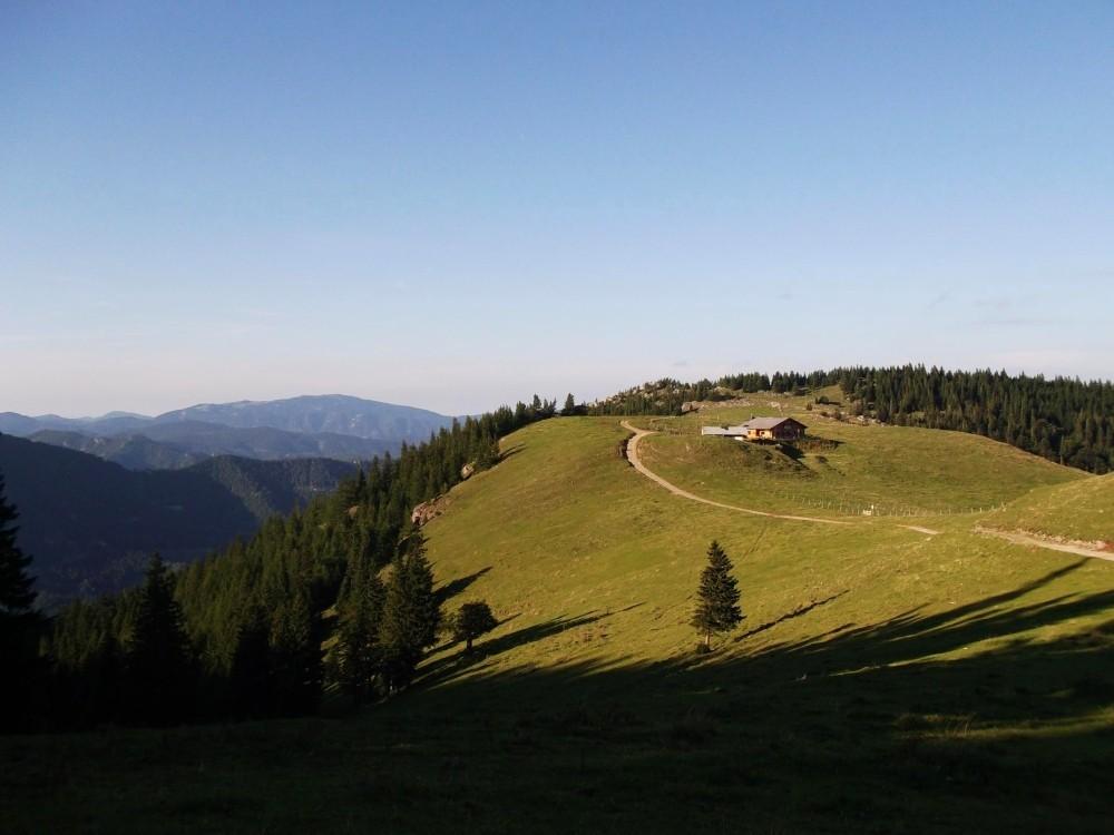 Blick von der Edelweißhütte zum Almreserlhaus.