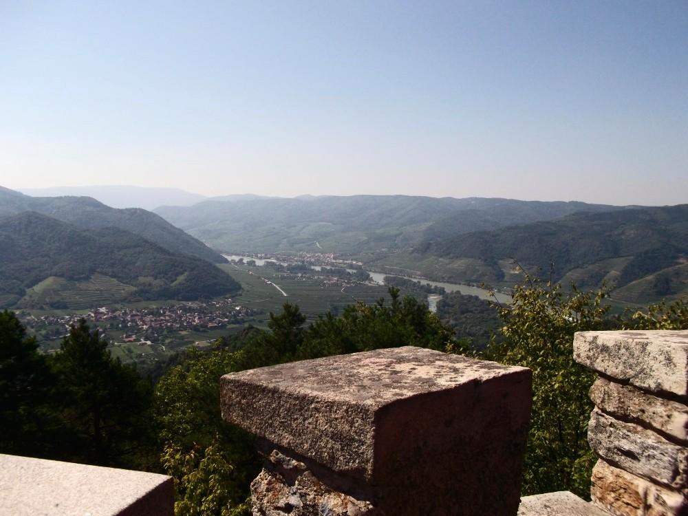 Blick von der Starhembergwarte oberhalb Dürnstein in die Wachau.