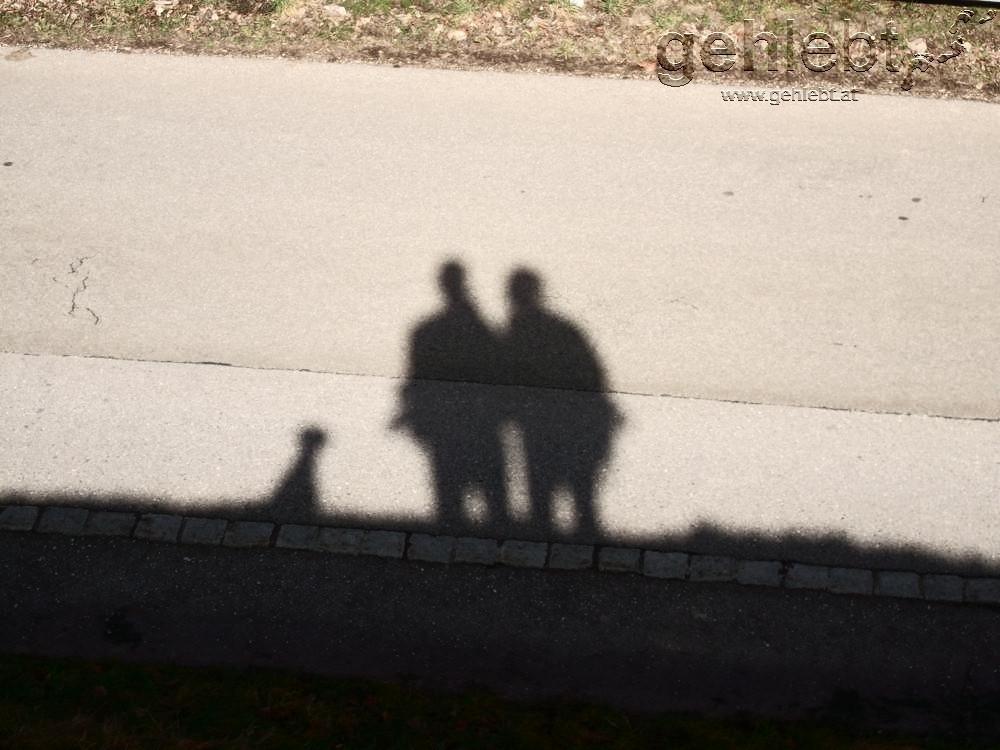 Drei Schatten auf Achse.