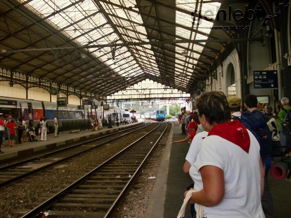 Am Bahnhof in Bayonne warte ich auf den Regionalzug nach St-Jean.