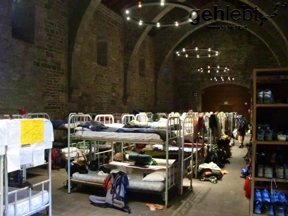 Der 120-Betten-Schlafraum in Roncesvalles - Geräusche und Gerüche aller Art inklusive.
