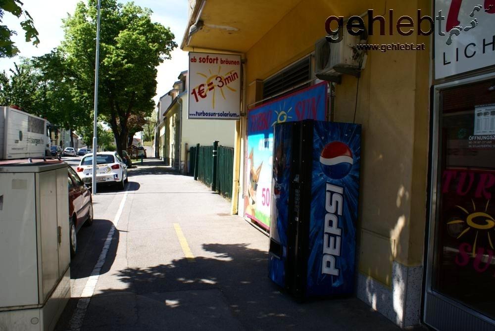 Jakobsweg-Feeling pur: ein Getränke-Automat am Weg.