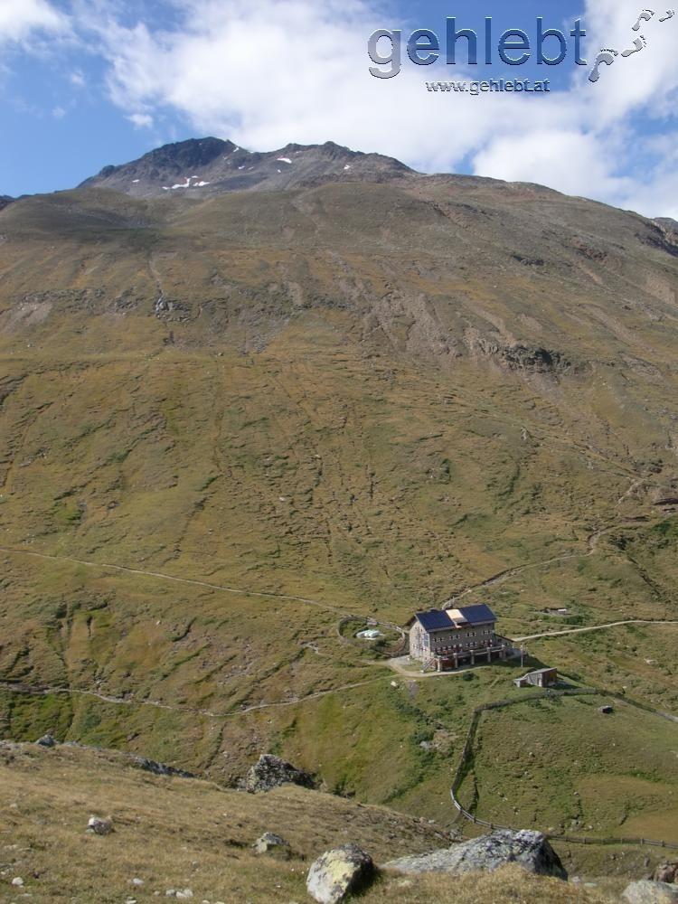 Martin-Busch-Hütte und Kreuzspitze vom Marzellkamm aus gesehen.