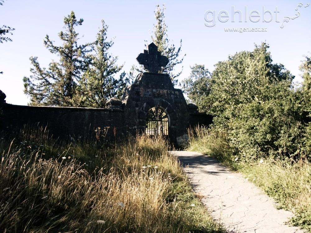 versperrter Friedhof