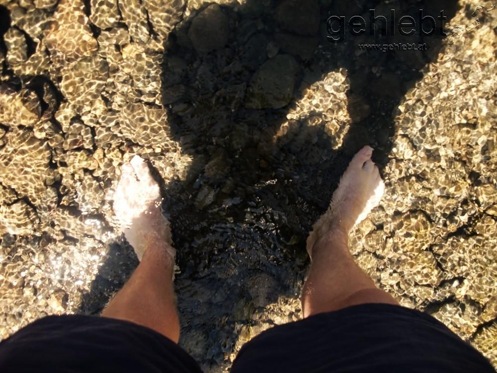 Füße im Rio Arga