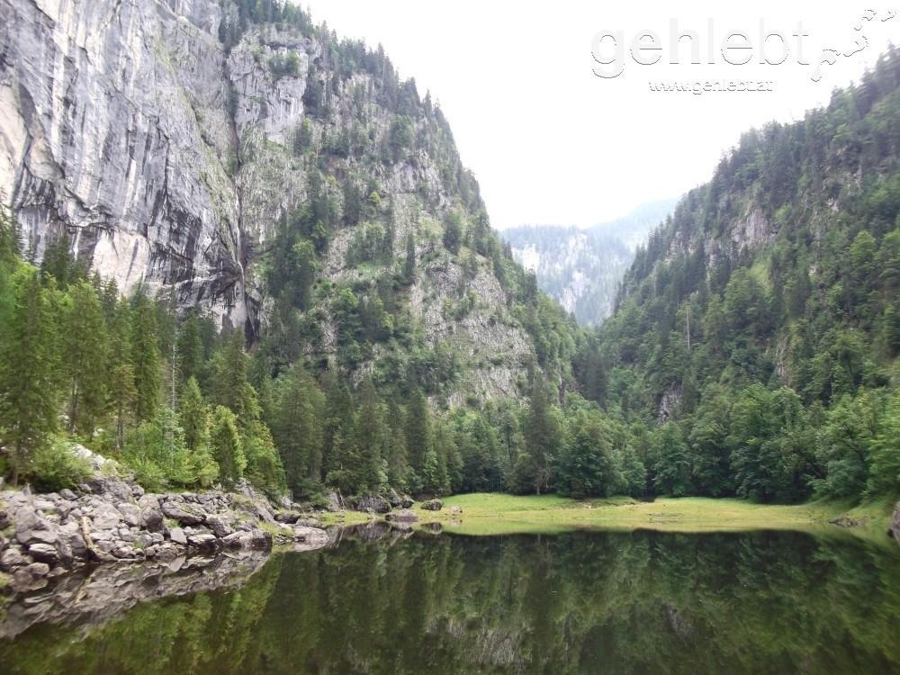 Im Vordergrund der Kammersee, links oben der Traun-Ursprung