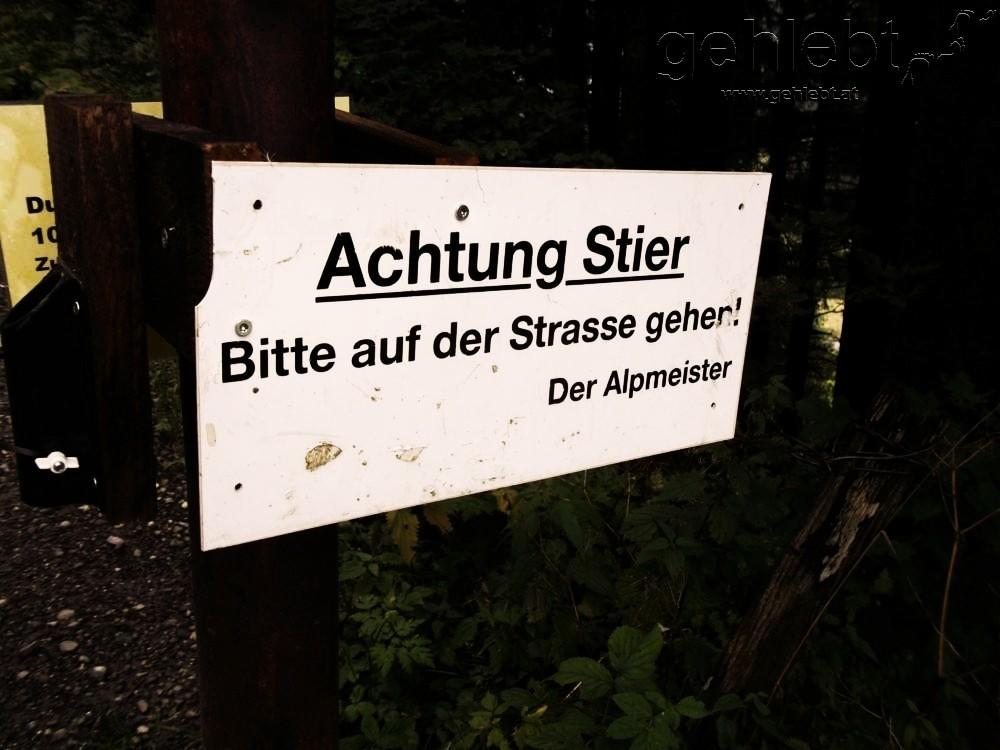 Eindeutige Hinweise vor der Emser Hütte.