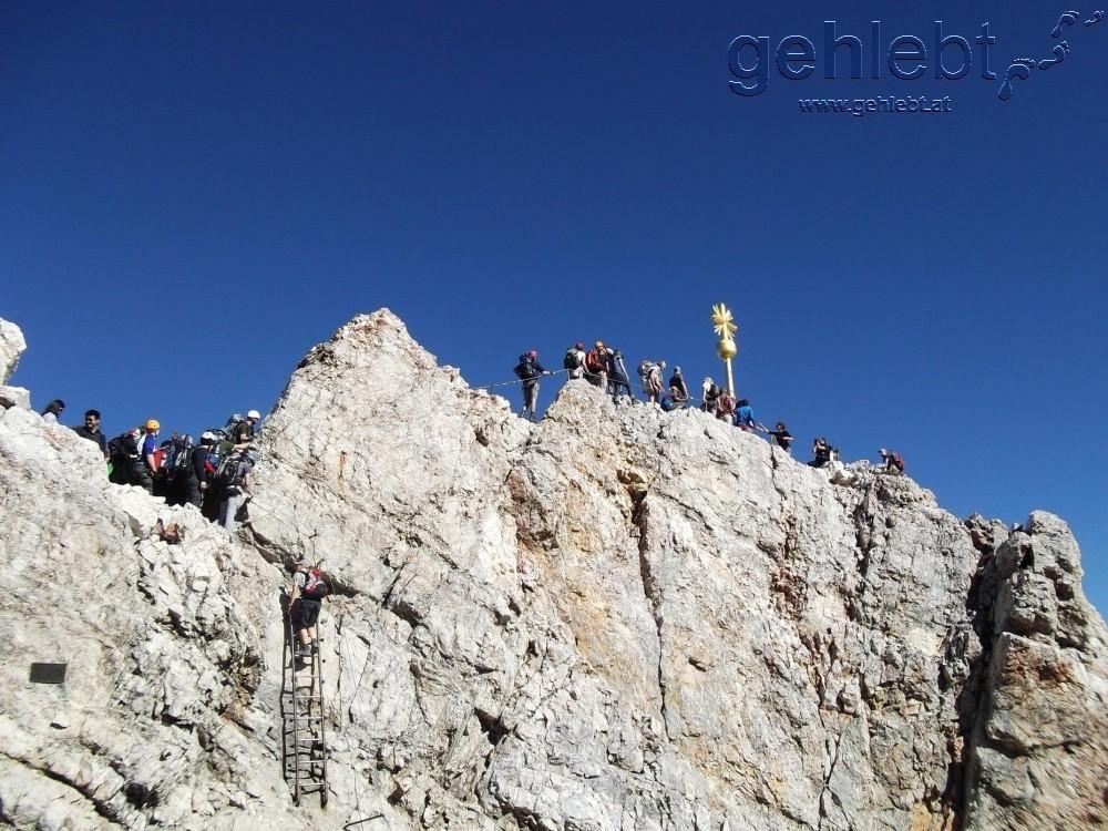 Stau am Gipfel der Zugspitze.