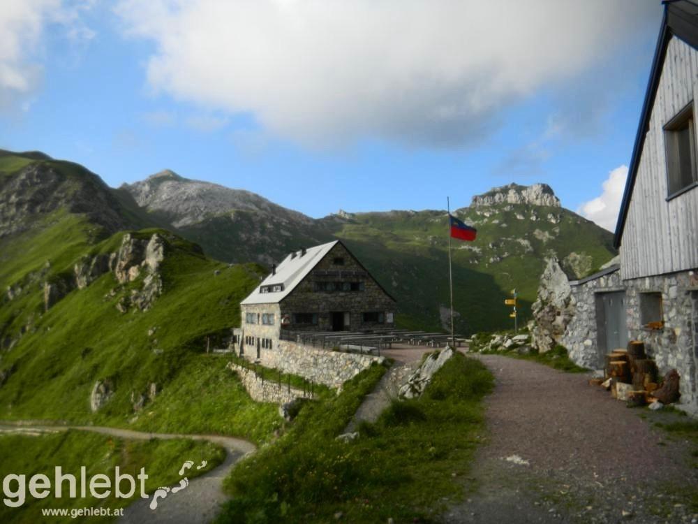 Augstenberg, Liechtenstein - Pfälzerhütte, im Hintergrund Augstenberg und Festung Gorvion
