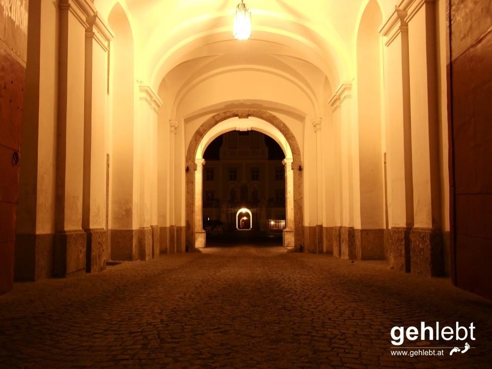 Kremsmünster bei Nacht - Haupteingang Stift