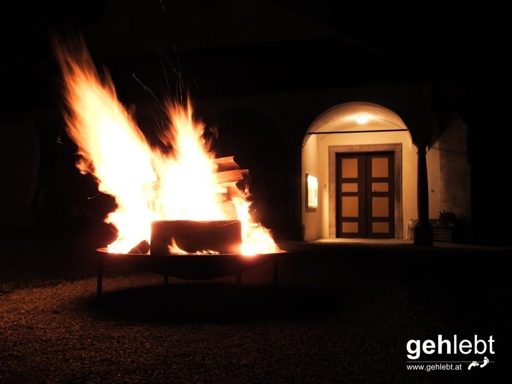 Kremsmünster bei Nacht - Osterfeuer Kirchberg