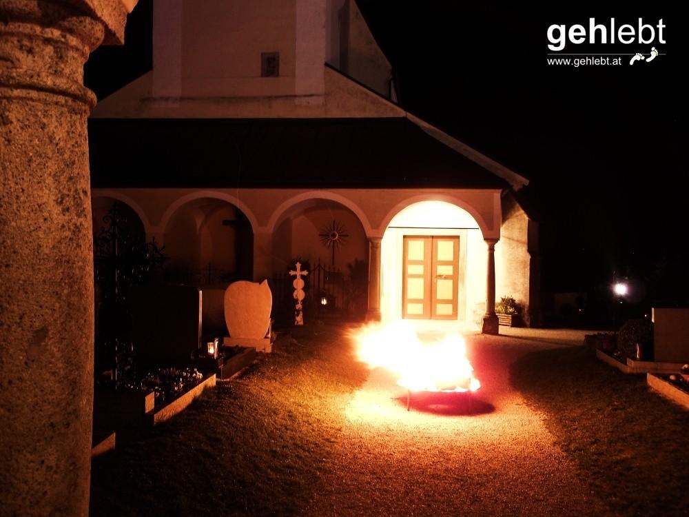 Kremsmünster bei Nacht - Osterfeuer