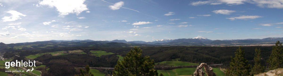 Von rechts nach links: Hohe Wand, Schneeberg, Rax, Semmering, Stuhleck, Hochwechsel, Hutwisch. Kann sich SEHEN lassen.