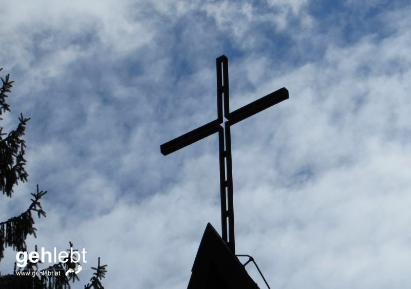 Das oberste Zipfel der Waldkapelle, ein Zeichen der Verschwisterung der Gemeinden Cornuda in Italien und Natschbach-Loipersbach.