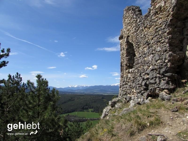 Die Hauptattraktion im Naturpark Türkensturz - die 1824 künstlich errichtete Ruine.