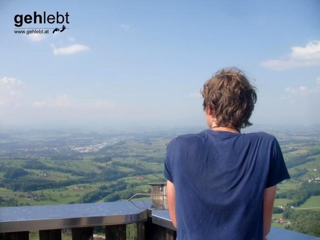 Mit verschwitztem Rücken blicke ich von der Damberg-Warte auf den kommenden Tag.