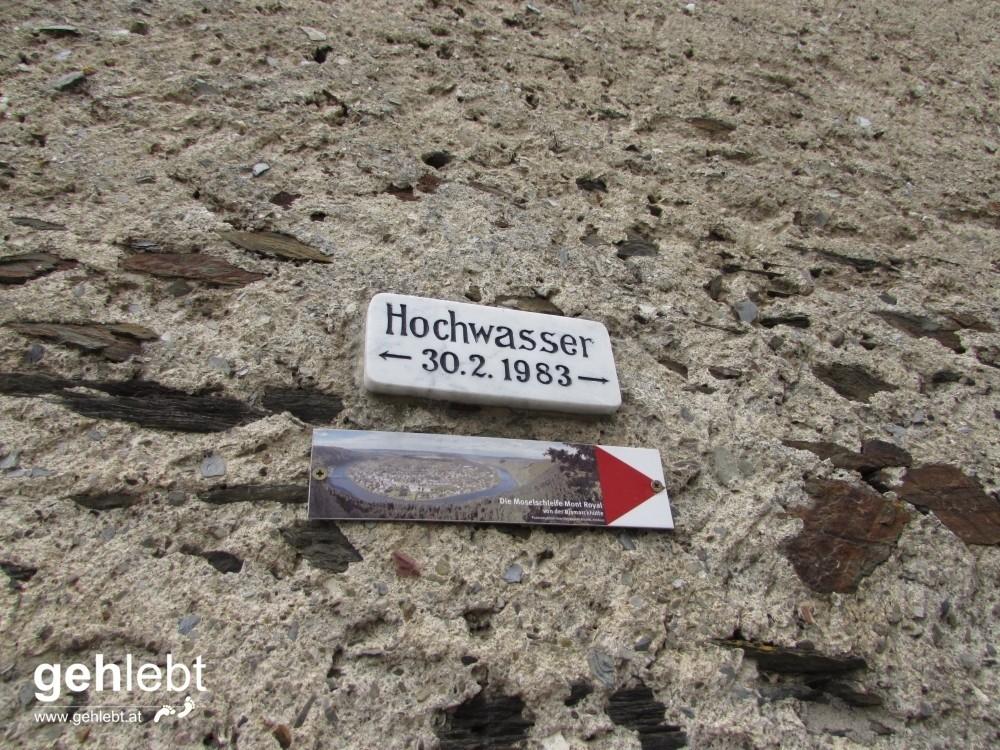 Am Bild davor seht ihr unseren Standpunkt an der Mosel. Und hier hat es 1983 ein Hochwasser gegeben...am 30.2.