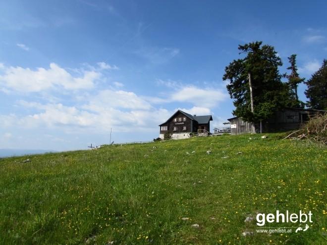 Idyllische Almlandschaft auf der Geländehütte.