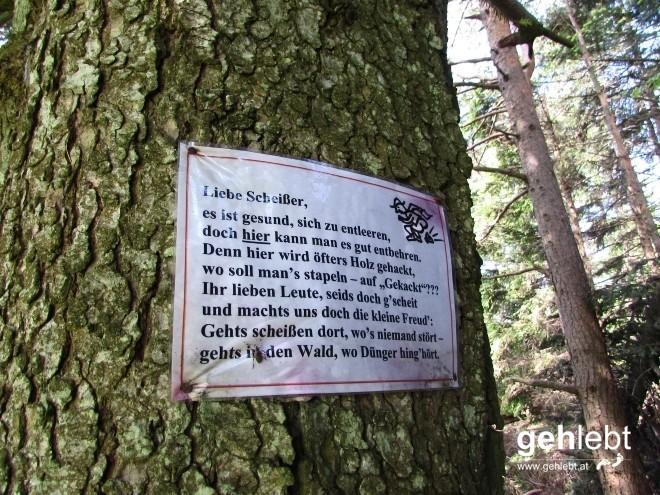 Etwas unterhalb vom Plackles befindet sich eine Hütte der NÖ Berg- und Naturwacht - mit offenbar sehr kreativen Mitgliedern.