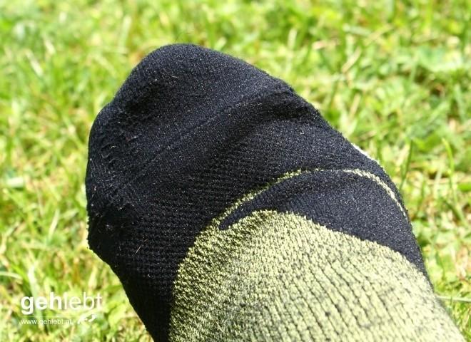 Die Socken liegen an den Zehen perfekt an, die Naht spürt man kaum.