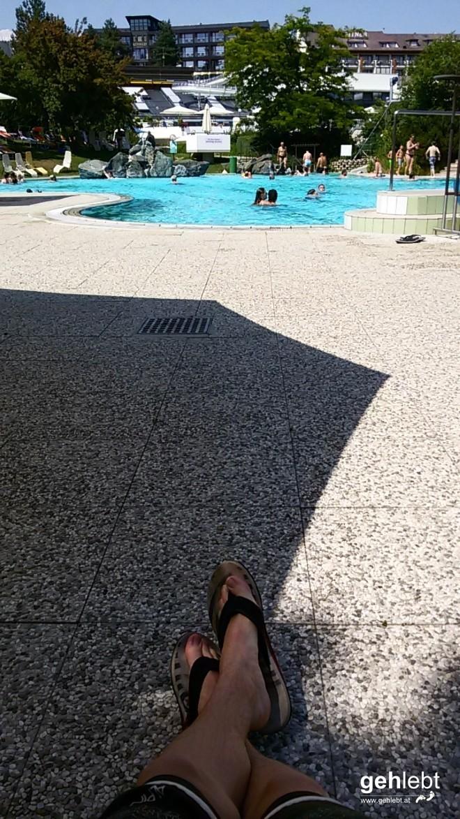 An einem der heißesten Tage Anfang Juli ist man entweder im Wasser oder im Schatten - beides ist möglich in der Therme Loipersdorf.