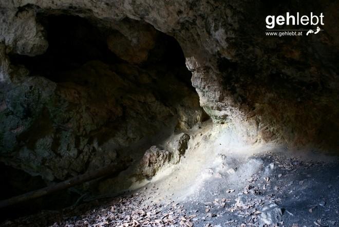 Wenn nur ganz wenig Licht in das Innere dringt - hier am Zigeunerloch im Piestingtal.