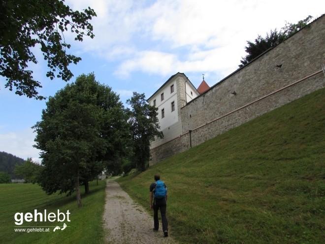 Am Weg zur einstigen Klosteranlage von Waldhausen.