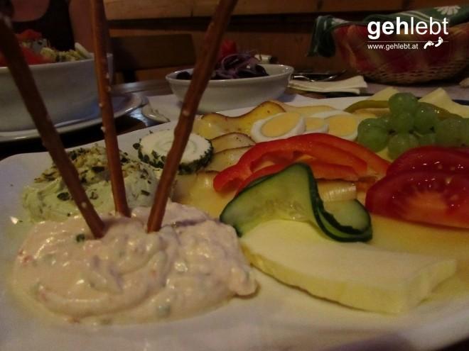 Man darf gerne dem kulinarischen Genuss im Buschenschank frönen.