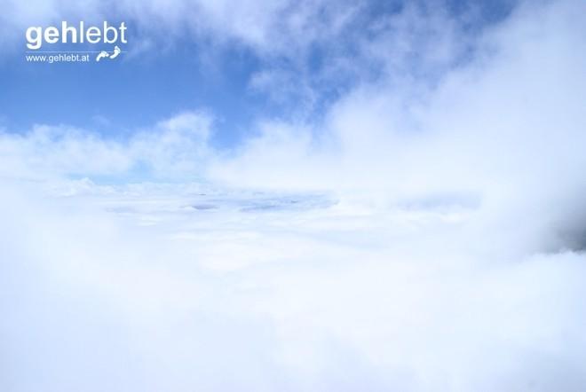Nur von kurzer Dauer ist dieser Ausblick, könnte auch aus einem Flugzeug aufgenommen sein.