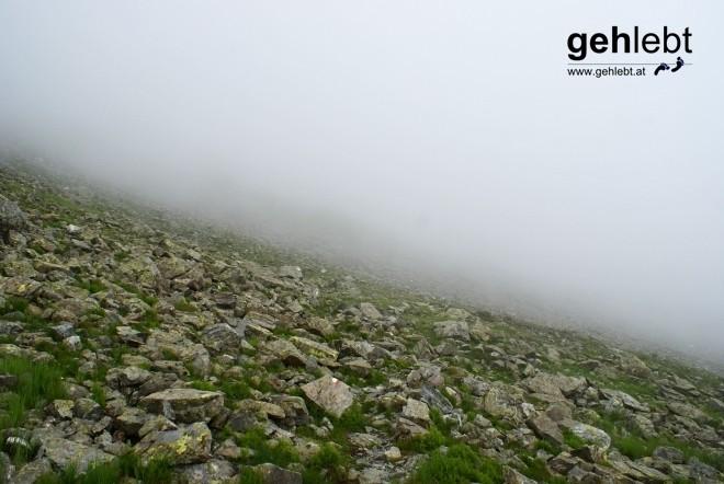 Während sich auf der österreichischen Seite des Sarotlajoches grau in grau präsentiert...