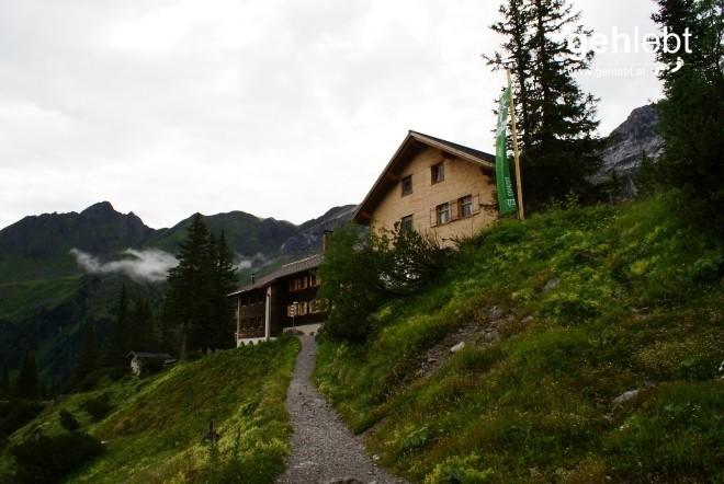 Danke für die spontane Bewirtung, nun kehre ich der Lindauer Hütte meinen Rücken zu.