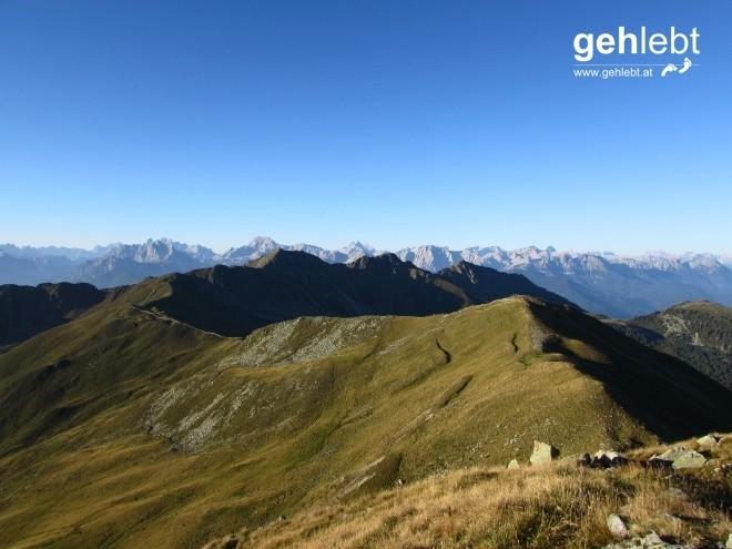 Blick retour zu den ersten drei Gipfeln der 11-Gipfel-Tour.