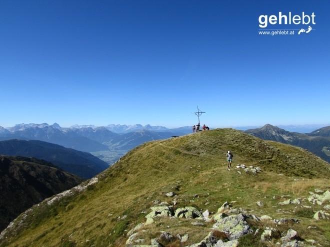 Weniger ein Gipfel, als ein schöner Aussichtspunkt, ist der Napfl mit 2.428m.