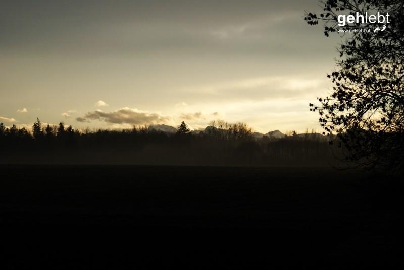 Für die Bergmenschen: Das Tote Gebirge vom oberösterreichischen Voralpenvorland (quasi) aus gesehen.