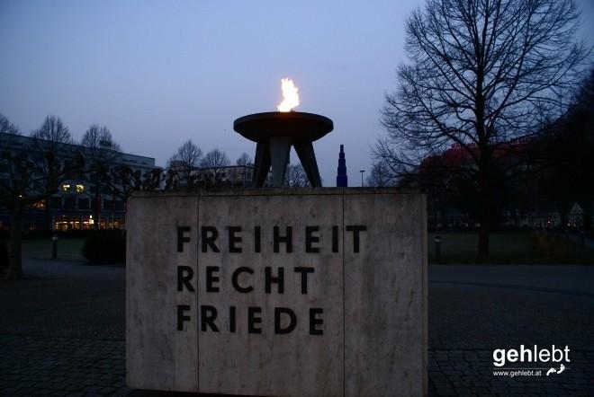 """Die """"Ewige Flamme"""" brennt seit 1955."""