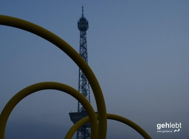 Hier windet sich der Berliner Messeturm in den Himmel.