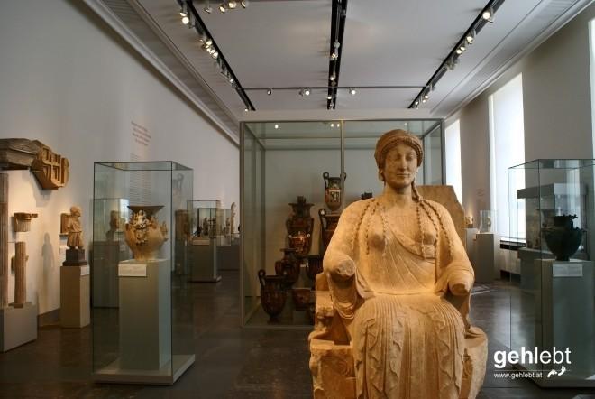 Wer im Alten Museum was stiehlt, ergeht es wie der Frau im Thron.