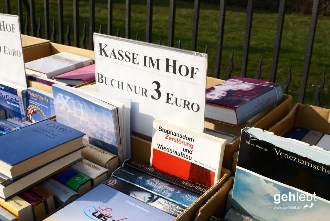 Fast hätte ich mir das Buch über den Stephansdom in Berlin gekauft.