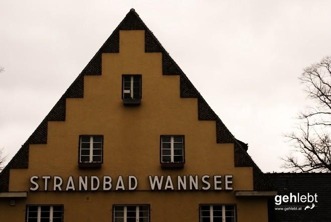 Jeden Tag sitz ich am Wannsee, Und ich hör den Wellen zu, Ich lieg hier auf meinem Handtuch, Doch ich finde keine Ruh. (c) Die Ärzte - Westerland