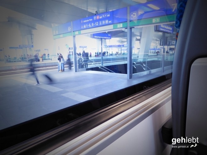 Los geht's am Wiener Hauptbahnhof. Mit im Gepäck die neue Kamera mit interessanten Effekt-Funktionen.