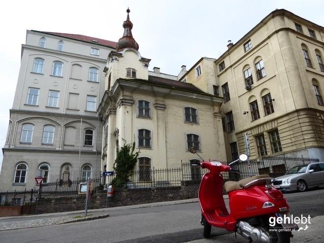 Klosterkirche zur heiligen Familie an der Hofzeile 24.